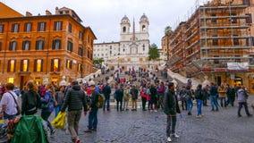 El cuadrado español en Roma con la señal famosa de pasos españoles Imágenes de archivo libres de regalías