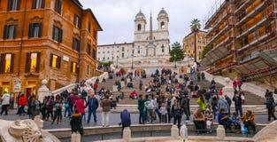 El cuadrado español en Roma con la señal famosa de pasos españoles Fotos de archivo