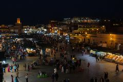El EL cuadrado famoso Fna de Jemaa en Marrakesh Marruecos Fotos de archivo libres de regalías