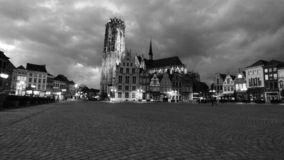 El cuadrado y la catedral en la ciudad de mechelen foto de archivo libre de regalías