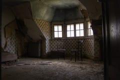 El cuarto abandonado de la mansión perdido para siempre foto de archivo libre de regalías