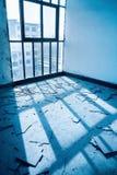 El cuarto abandonado, piso roto Foto de archivo
