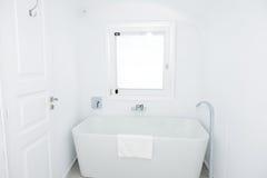 El cuarto de baño en hotel de lujo Foto de archivo libre de regalías