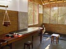 El cuarto para los tratamientos médicos en la clínica de Ayurvedic fotos de archivo libres de regalías