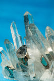 El cuarzo con pirita engaña los cristales del oro crecidos encendido Fotografía de archivo libre de regalías