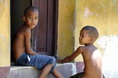El cubano chidren en la calle Imágenes de archivo libres de regalías