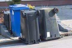 El cubo de basura es al revés Fotografía de archivo libre de regalías