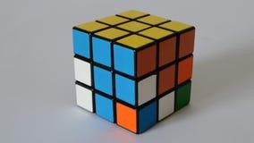 El cubo del rompecabezas se soluciona almacen de video