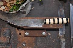 El cuchillo mano-forjó el acero Imagen de archivo libre de regalías