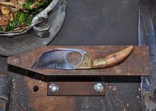 El cuchillo mano-forjó el acero Foto de archivo libre de regalías