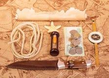 El cuchillo, un compás y otros accesorios para Fotografía de archivo