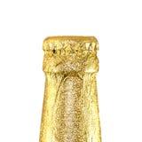 El cuello cerró las botellas de cerveza envueltas en hoja de oro Imágenes de archivo libres de regalías