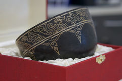 el cuenco del Piedra-sistema es viejo estilo tailandés hecho a mano imágenes de archivo libres de regalías