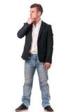 El cuerpo completo tiró de hombre joven atractivo con la chaqueta foto de archivo