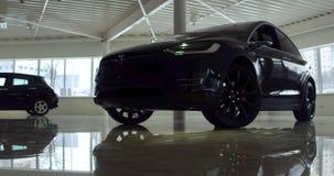 El cuerpo de un coche eléctrico almacen de metraje de vídeo