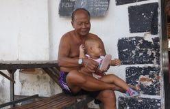 El cuidar para los nietos Imagen de archivo libre de regalías