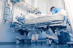 El cuidar para un paciente en el hospital Fotografía de archivo libre de regalías