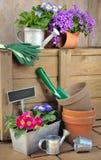 El cultivar un huerto y flores de los accesorios Imagenes de archivo