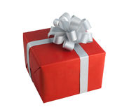 El cumpleaños gris de papel rojo de la Navidad del presente del arco de la caja de regalo del abrigo aisló el fondo Imagen de archivo libre de regalías