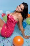 El cumpleaños hincha a la muchacha fotografía de archivo libre de regalías