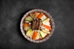 El cuscús árabe del dich se preparó con la carne y los veggies imágenes de archivo libres de regalías