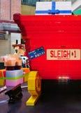 El día de fiesta de la Navidad celebró abajo debajo en Sydney con las decoraciones de Lego Fotos de archivo libres de regalías