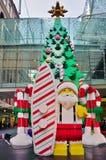 El día de fiesta de la Navidad celebró abajo debajo en Sydney con las decoraciones de Lego Imagenes de archivo