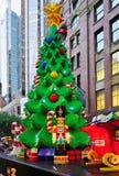 El día de fiesta de la Navidad celebró abajo debajo en Sydney con las decoraciones de Lego Fotografía de archivo