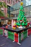 El día de fiesta de la Navidad celebró abajo debajo en Sydney con las decoraciones de Lego Foto de archivo libre de regalías