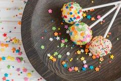 El día de fiesta delicioso coloreó estallidos de la torta Foto de archivo