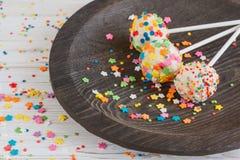 El día de fiesta delicioso coloreó estallidos de la torta Imagen de archivo