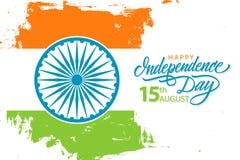 El Día de la Independencia feliz de la India, celebra el 15 de agosto la bandera con la mano dibujada poniendo letras a saludos d ilustración del vector