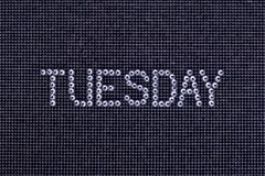 El día de la semana, palabra MARTES se hace color del cristal de los diamantes artificiales Imágenes de archivo libres de regalías