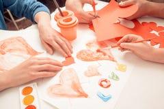 El día de tarjeta del día de San Valentín de las decoraciones Imágenes de archivo libres de regalías