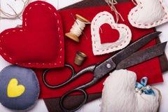 El día de tarjeta del día de San Valentín de los juguetes con sus propias manos Foto de archivo libre de regalías