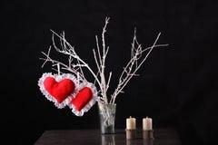 El día de tarjeta del día de San Valentín, tarjeta del día de San Valentín creativa en la madera imagen de archivo