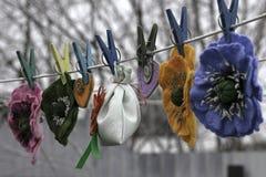 El día de tarjeta del día de San Valentín, productos hechos a mano del fieltro fotografía de archivo