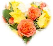 El día de tarjetas del día de San Valentín florece con las flores de las rosas blancas, anaranjadas, rojas y amarillas Fotos de archivo libres de regalías