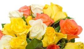 El día de tarjetas del día de San Valentín florece con las flores de las rosas blancas, anaranjadas, rojas y amarillas Imágenes de archivo libres de regalías