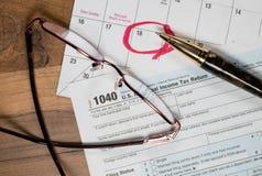 El día del impuesto para 2016 devoluciones es el 18 de abril de 2017 Fotografía de archivo