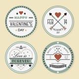 El día y las insignias románticas de la tarjeta del día de San Valentín fijados stock de ilustración