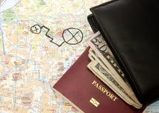 El dólar de la cartera observa el pasaporte y el mapa Imagenes de archivo
