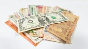 El dólar domina el resto de las monedas por todo el mundo fotos de archivo libres de regalías
