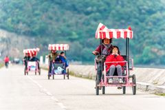 El damb de la ensenada del chorlito es punto popular para los pasatiempos al aire libre con el pueblo chino que pasa los fines de foto de archivo