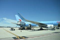 El 2016 de julio Italia - el avión de la línea aérea italiana Neos en el aeropuerto Fotos de archivo libres de regalías