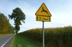 El ` de la señal de peligro del camino se guarda de los animales que cruzan ` del tráfico Fotografía de archivo libre de regalías