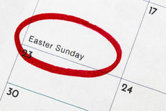 El ` de Pascua del ` es el texto escrito en el calendario, circundado en marcador rojo Foto de archivo libre de regalías