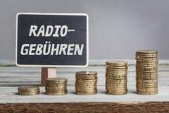 El ¼ de Radiogebà hren las tarifas de radio en alemán Foto de archivo