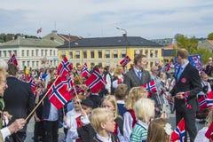 El decimoséptimo de puede, el día nacional de Noruega Foto de archivo