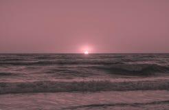 El decir adiós a otro día en la costa Imagenes de archivo